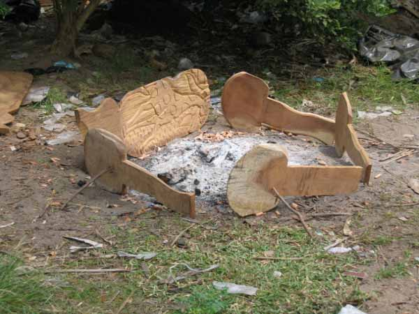 Etapes de fabrication et sculpture des chaises de gardien - Fabrication d une chaise en bois ...